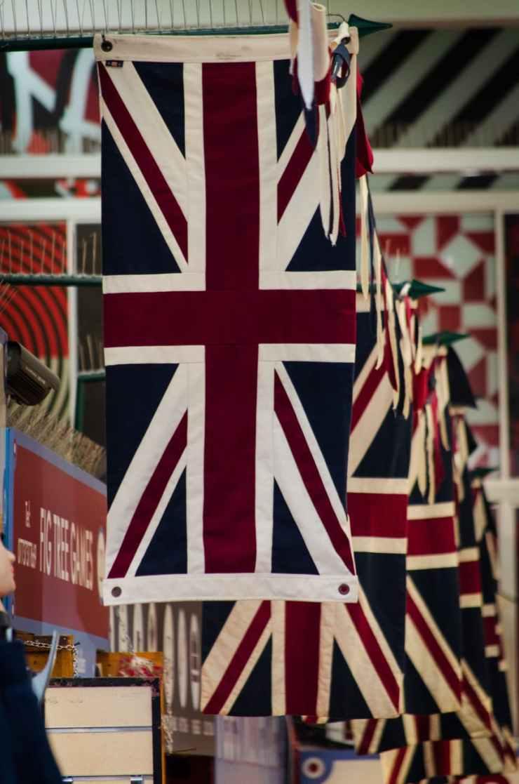 raising flag of united kingdom
